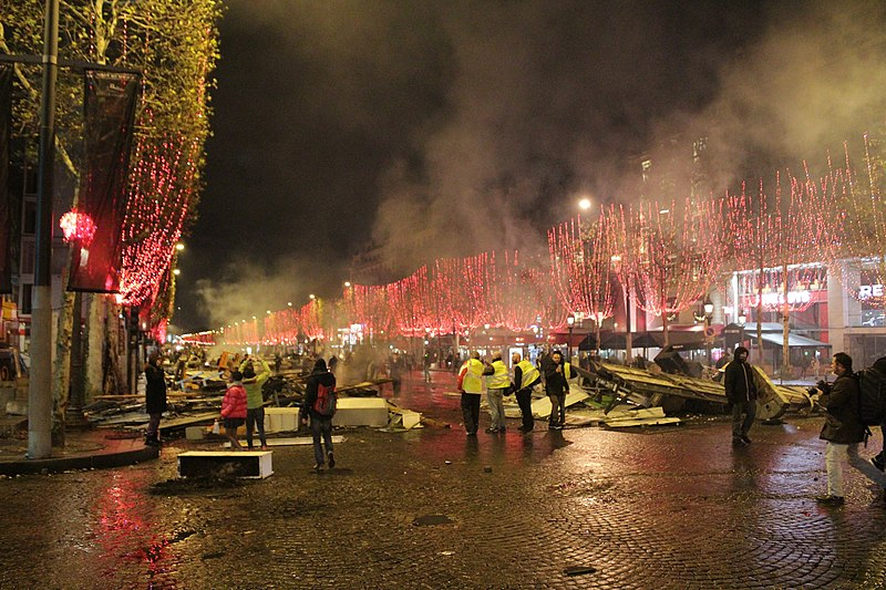 """""""yellow vests - Gilets jaunes aux Champs Elysées"""""""