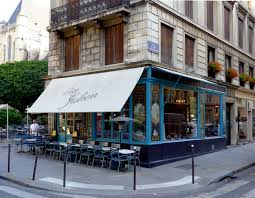 """Chez Julien in Pont Louis Philippe and François Miron streets"""