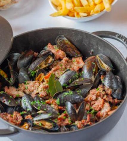 """""""brasserie bistrot or restaurant - Au pied du cochon"""""""