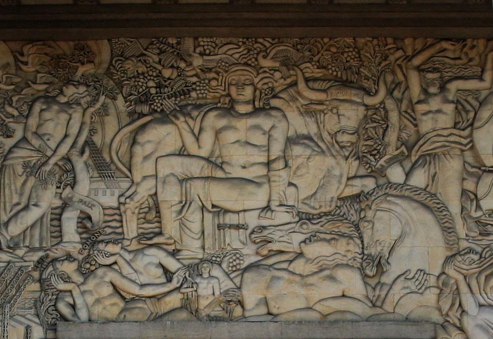"""""""Parisian Art Deco mansion - Palais de la Porte dorée - Bas-relief sculpté"""""""