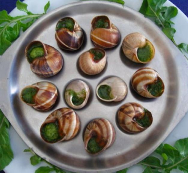 """""""French Symbols - Les escargots au beurre persillé"""""""
